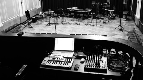 "At New England Conservatory, ""Aus den Sieben Tagen"". Six hours of Karlheinz Stockhausen – The Boston Globe"